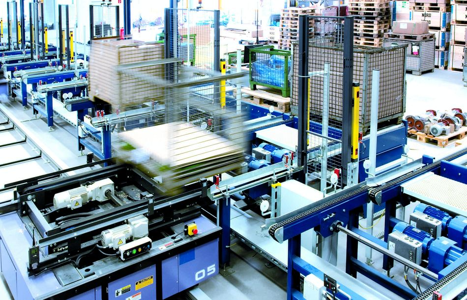 Drives for pallet conveyor technology