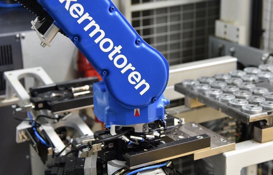 Intelligent robot automation of a machine tool